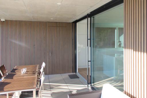Einfamilienhaus Fridhag Hägendorf Sitzplatz und Reduit Westfassade